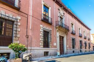 Casa palacio del Duque del Infantado. Calle de Don Pedro, 1, Madrid. Fachada sobre la calle De Don Pedro.