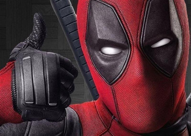 Ryan Reynolds se sale bajo el traje de 'Deadpool'