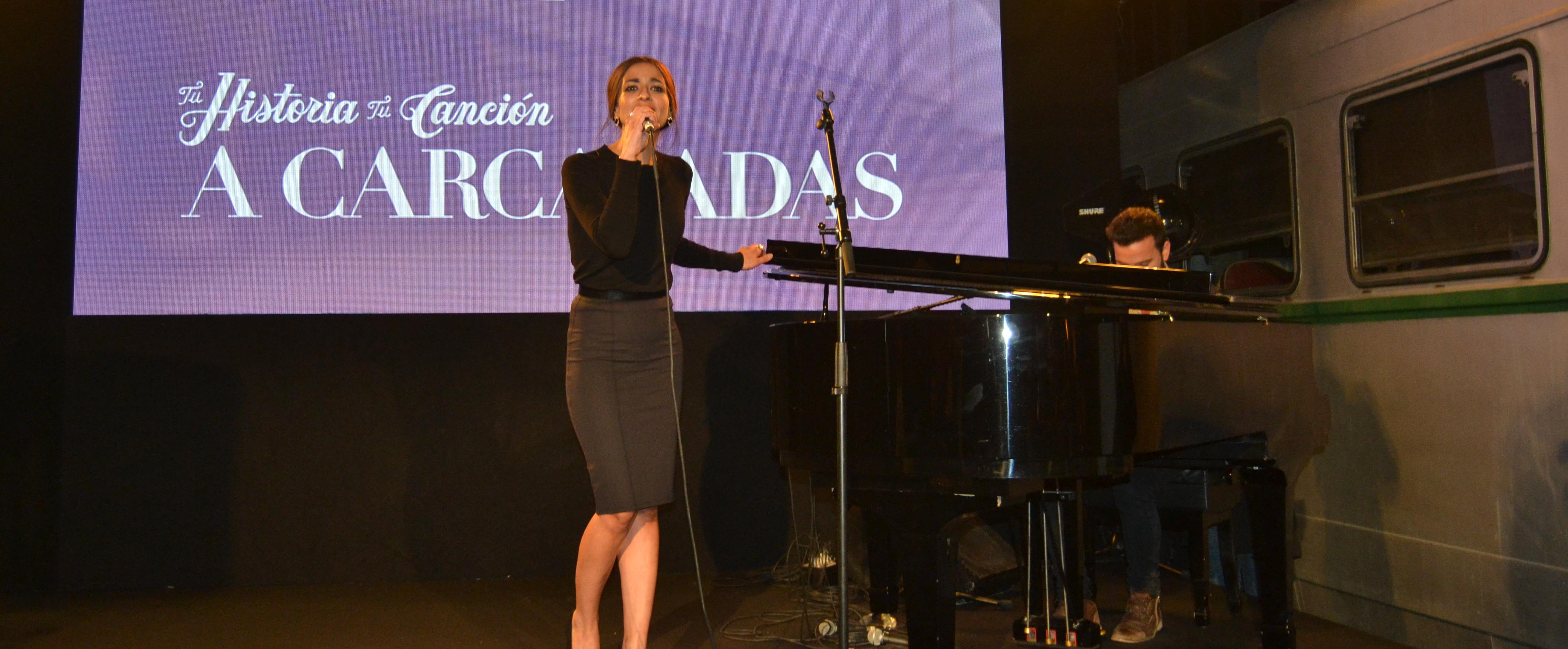 """Los artistas Bebe y Zelada presentan la canción """"A Carcajadas"""" en el Museo del Ferrocarril de Madrid"""