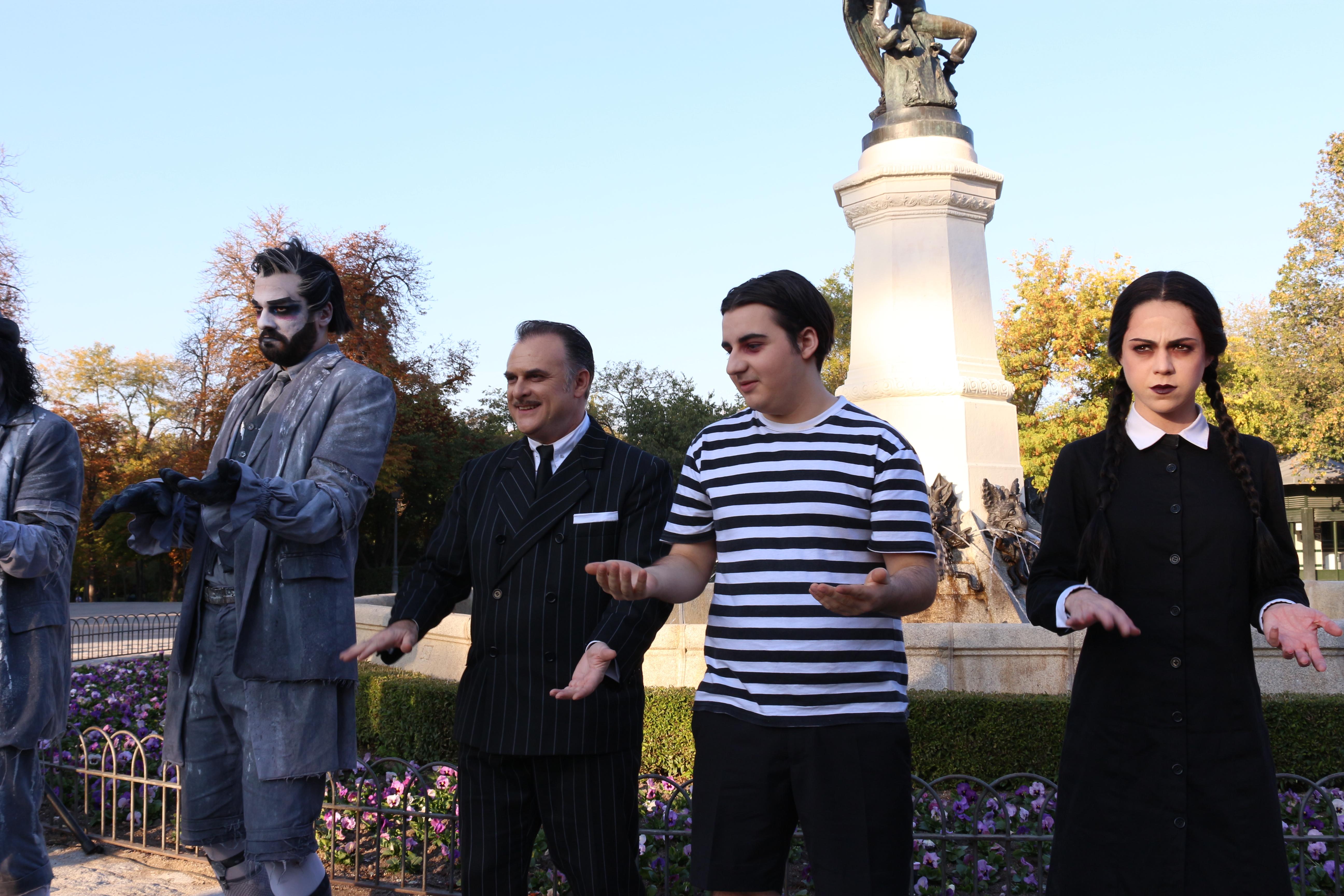 La Familia Addams salió a la calle a celebrar Halloween