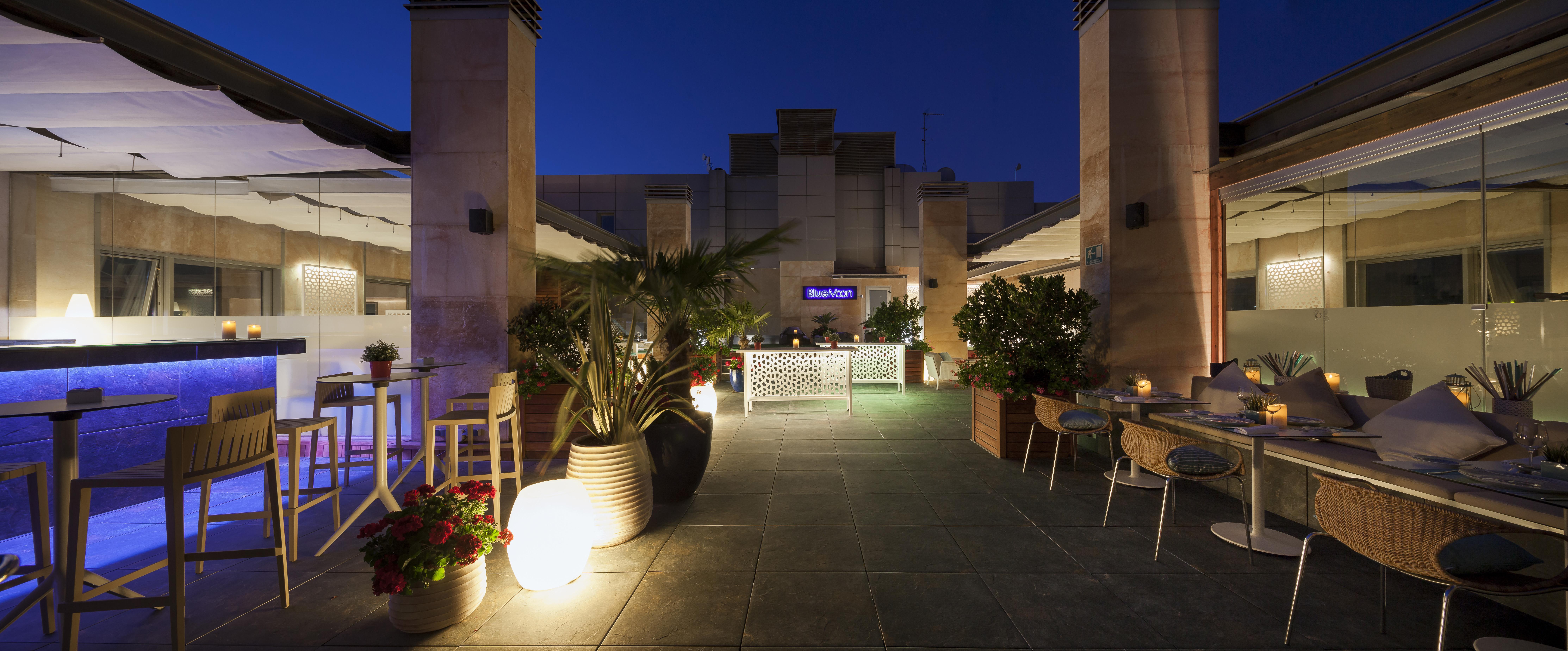 Temporada veraniega en Blue Moon, la terraza de Rafaelhoteles Madrid Norte