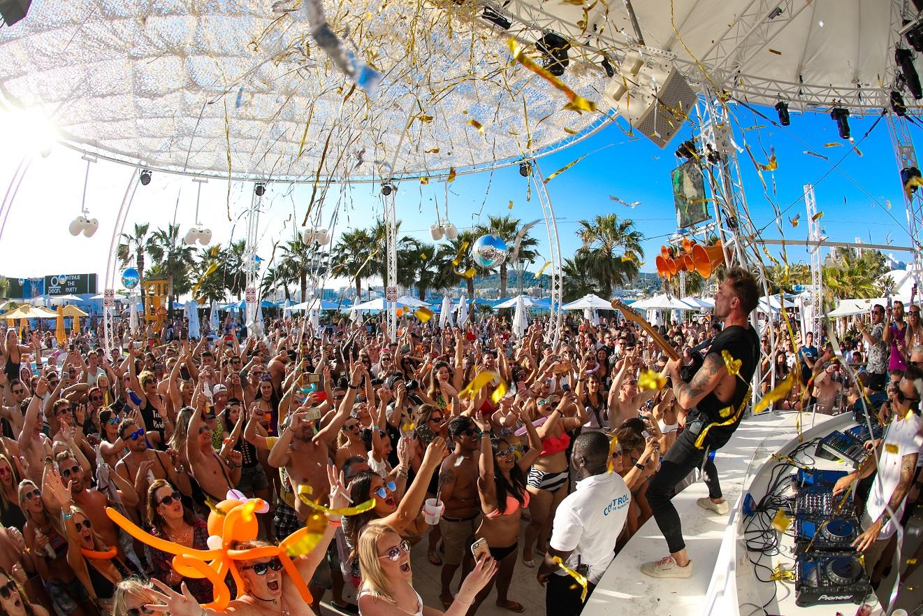 Ocean Beach, el club diurno que marca tendencia en Ibiza